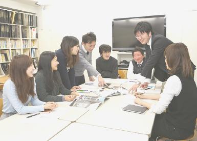 田村設計 社内打ち合わせ風景