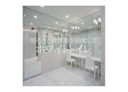 明るさと清潔感を追求したホワイトトイレ